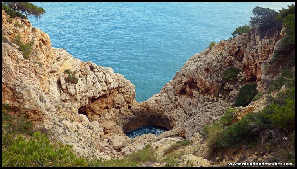Acantilado Cala y Playa Moraig - Costa Blanca de Alicante