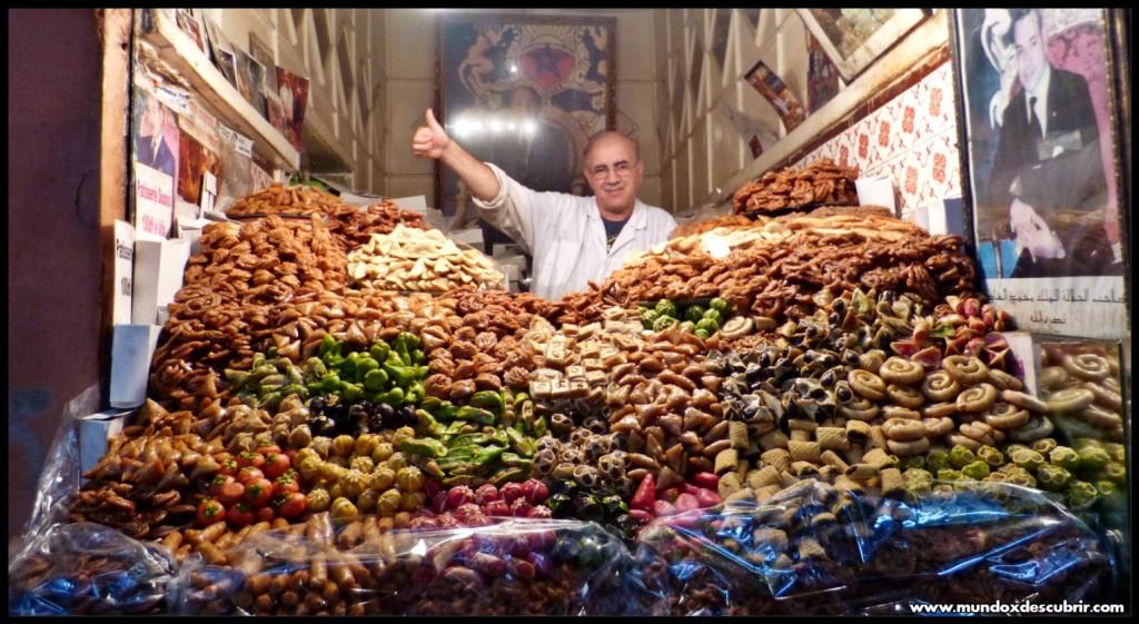 Puesto dulces zoco Marrakech - Marruecos