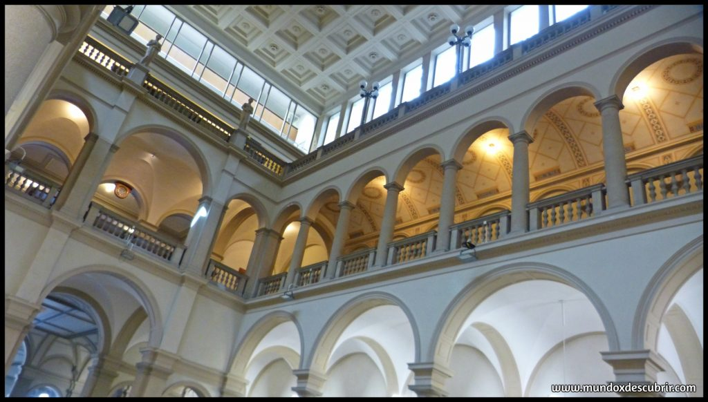 Interior de la Universidad de Zurich