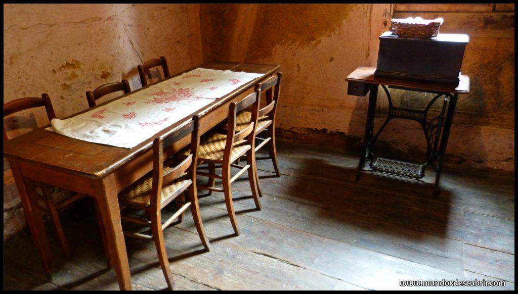 mesas y sillas del museo