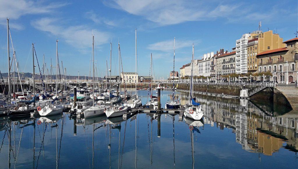 puerto de barcos asturias